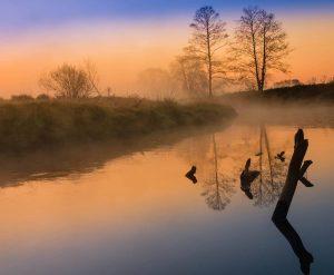 amanecer espejo agua